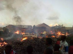 Die Ebola-Zentren brennen